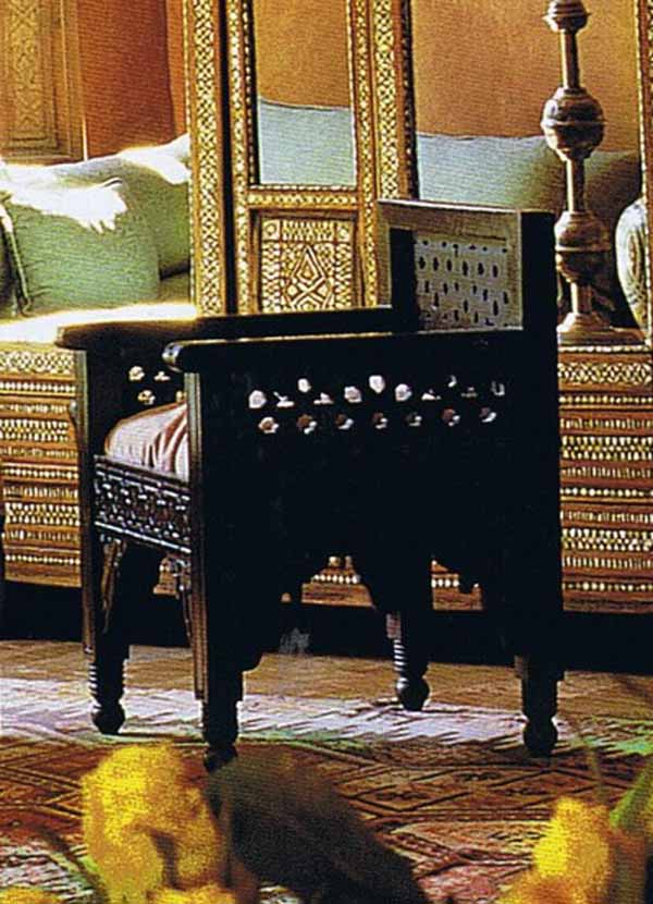 fauteuil ethnique ouvrag moucharabieh bois h tre rose des sables. Black Bedroom Furniture Sets. Home Design Ideas