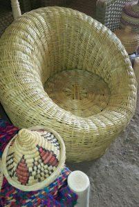 Superbe fauteuil bambou marocain boule osier tissé