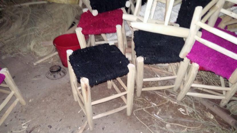 tabouret bois de citronnier assise en laine et coton coloré