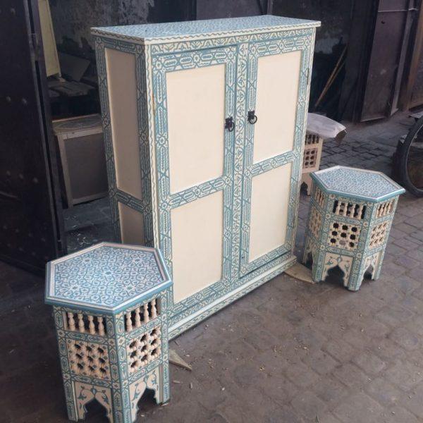 Meuble bleue tendre artisanal assortie a la table cigarette bleu tendre