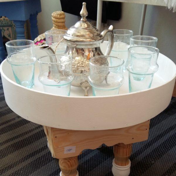 table a thé cercle teinté support quatre pied ouvragé