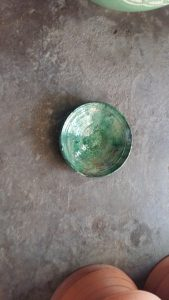 Assiette vernissé vert 20 cm de diam 14€