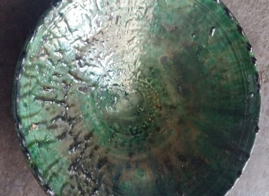 Plat dentelé vernissé vert
