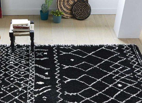 Tapis noir et blanc en laine