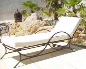 fer forgé maillechort ajouré ciselé ouvragé cuir coton bois fauteuil banquette chaise, table transat coussin matelas assise marocain oriental
