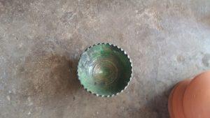 Saladier dentelé vernissé vert 25 cm de diam haut 15 cm