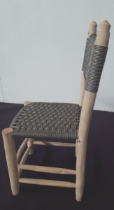 Chaise graphique support bois d'eucalyptus Tissage file de coton noir et blanc